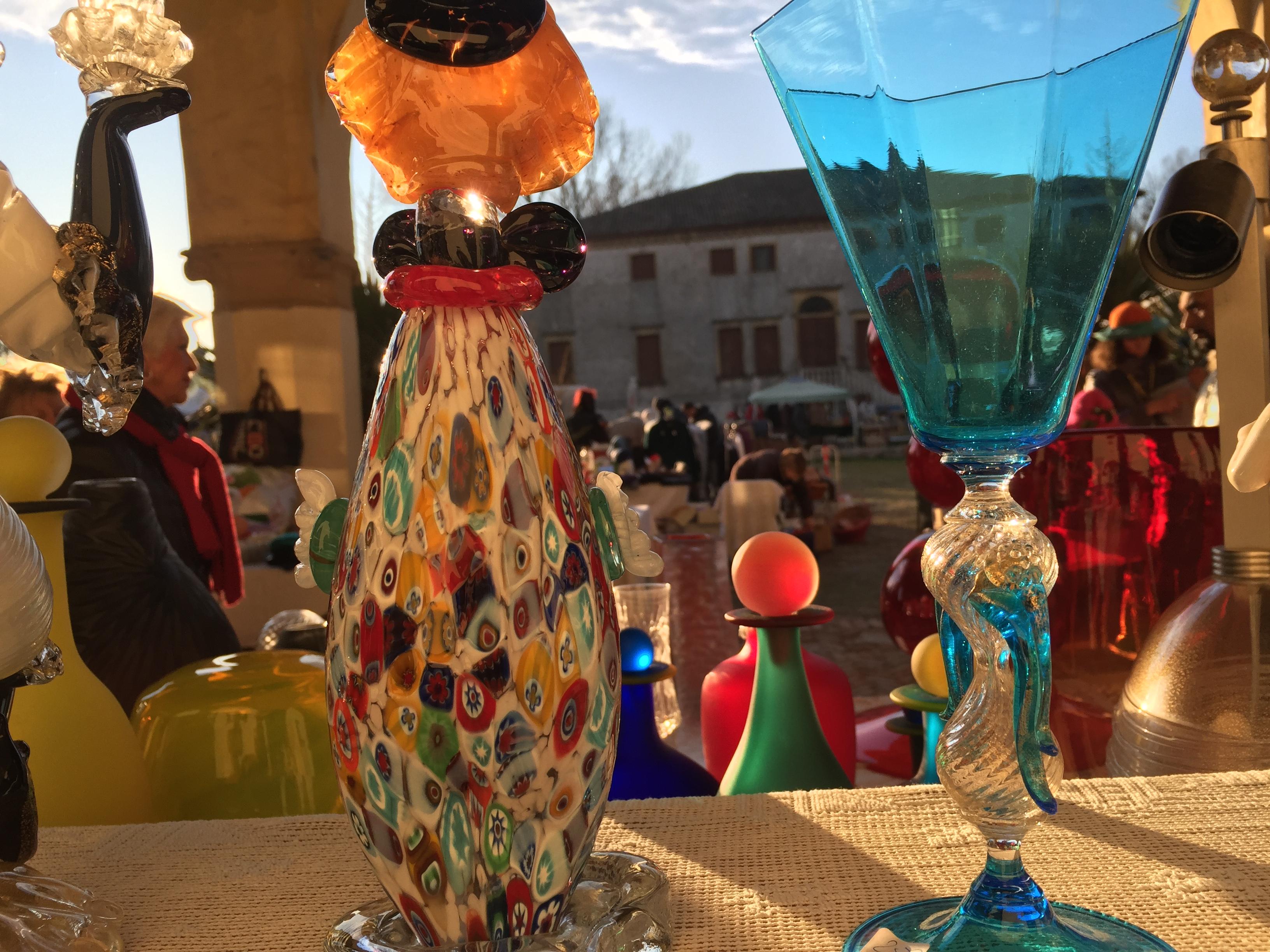 Allo storico mercato di Brugine sin dal mattino più di 300 espositori si  ritrovano a vendere e scambiare articoli di tutti i generi e di ogni  provenienza 1ae66b478bc